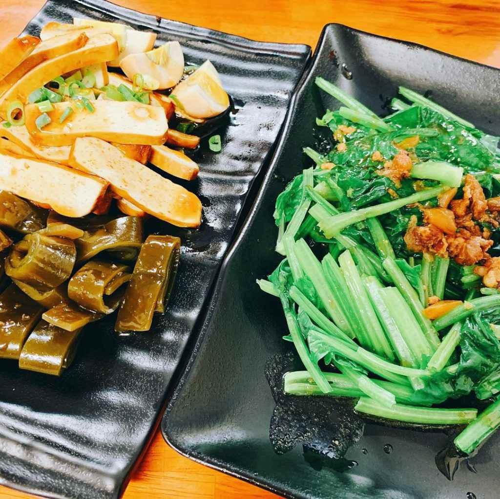 梅山太平老街 一定要搭配小菜跟燙青菜哦